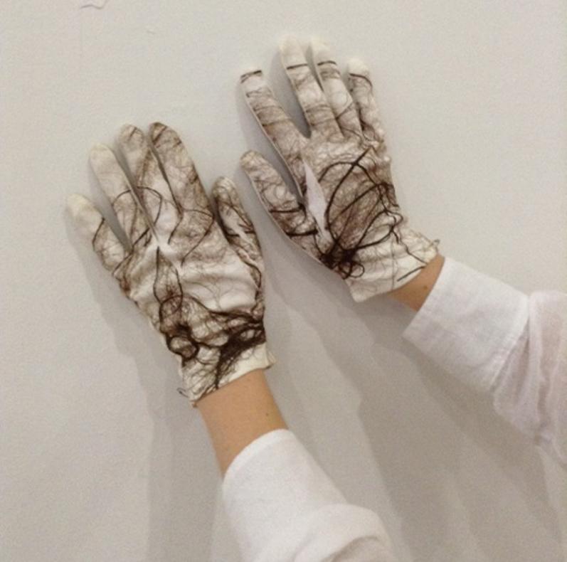 Anne's gloves